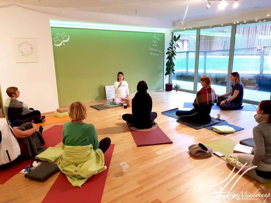 FreshUp Yoga Academy hatha jógaoktató képzés - magyar, angol, rugalmas, online